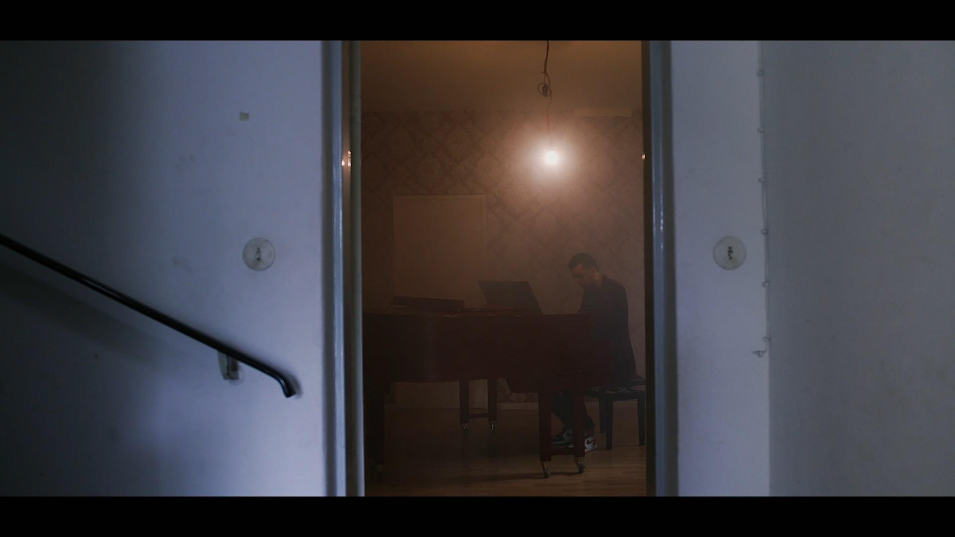 ANDREJ FILATOW BRKN – Ein Zimmer